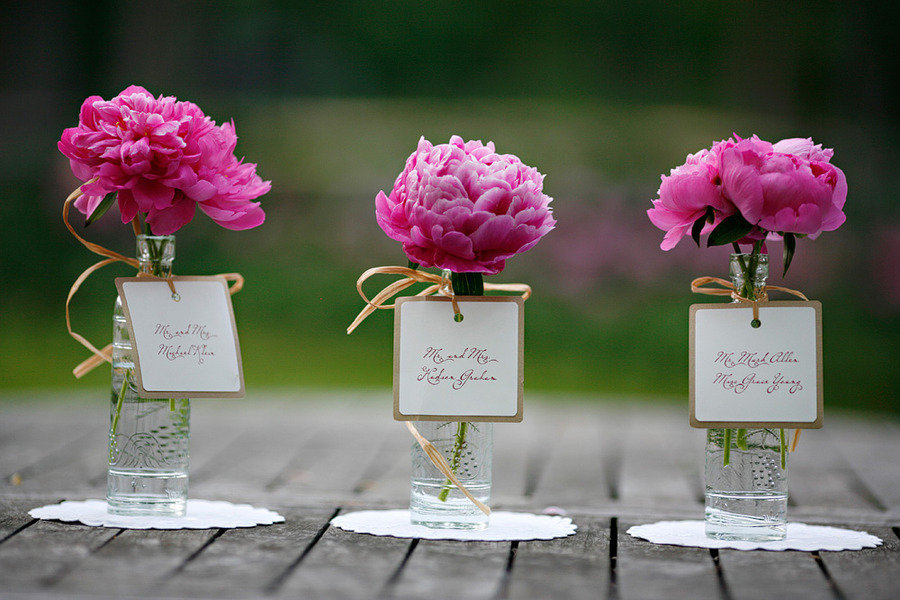 Simple-wedding-centerpieces-peony-pink.full