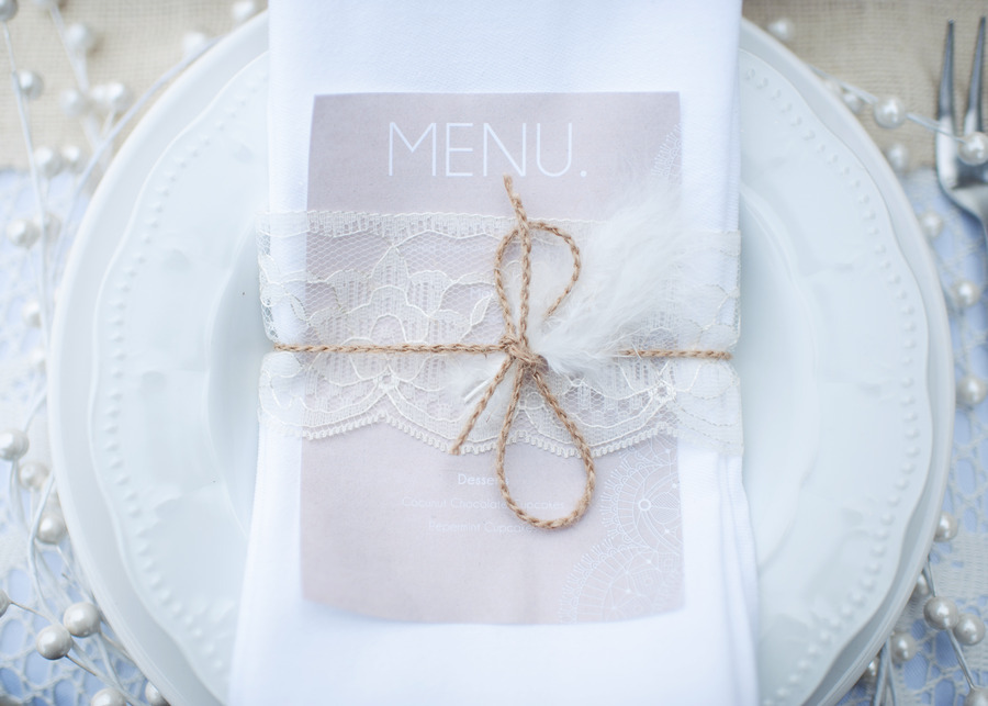 Lace-feather-wedding-reception-place-setting.full