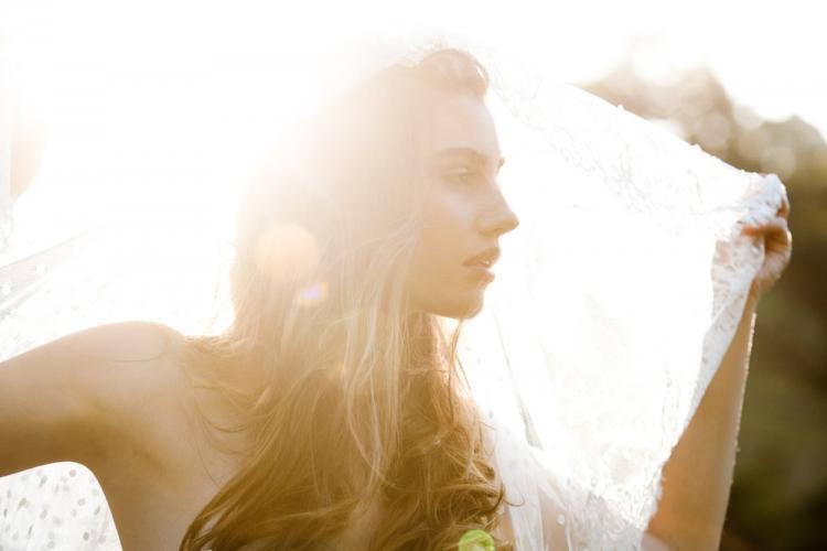 Romantic-bohemian-bride-lace-veil.full