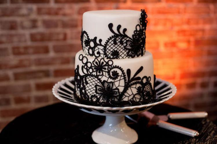 Lace-applique-wedding-cake.full