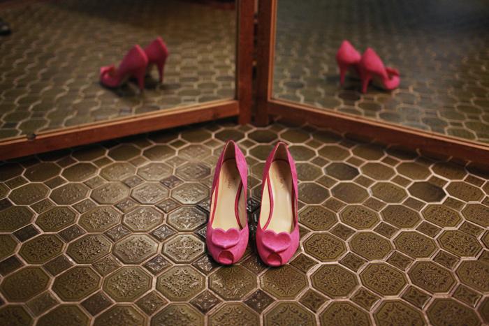 Unique-wedding-photo-bridal-heels-pink.full