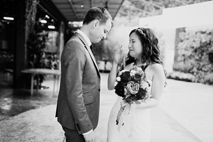 Touching-wedding-moment-captured-bride-groom-first-look.full