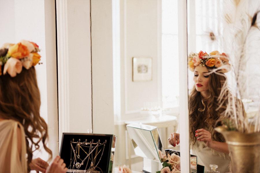 Romantic-bride-wears-floral-head-wreath.full