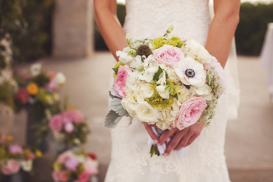 Favorite-bridal-bouquets-for-spring-light-pink-ivory-roses-anemones-green-touches.full