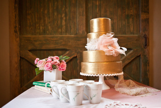gold wedding cake romantic
