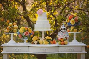 photo of pretty romantic wedding cakes 9