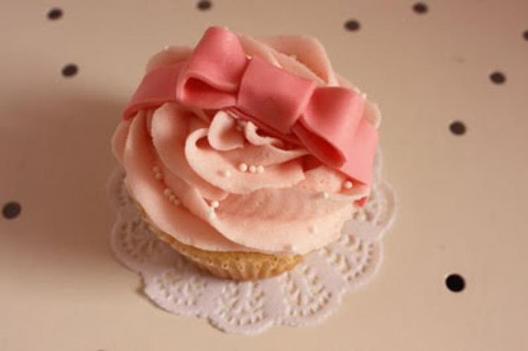 Pretty-romantic-wedding-cakes-12.full