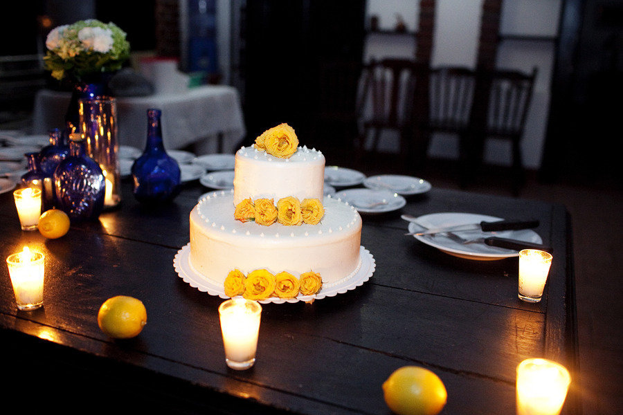 Wedding-color-palettes-bridal-inspiration-from-real-weddings-cobalt-blue-lemon-yellow-wedding-cake.full
