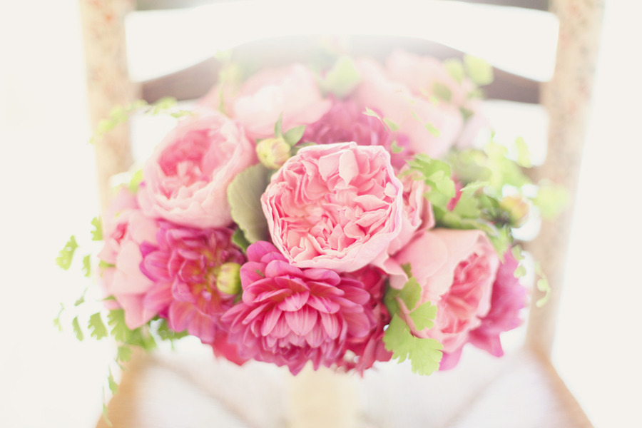 Romantic-pink-bridal-bouquet-peonies-sits-on-chair.full