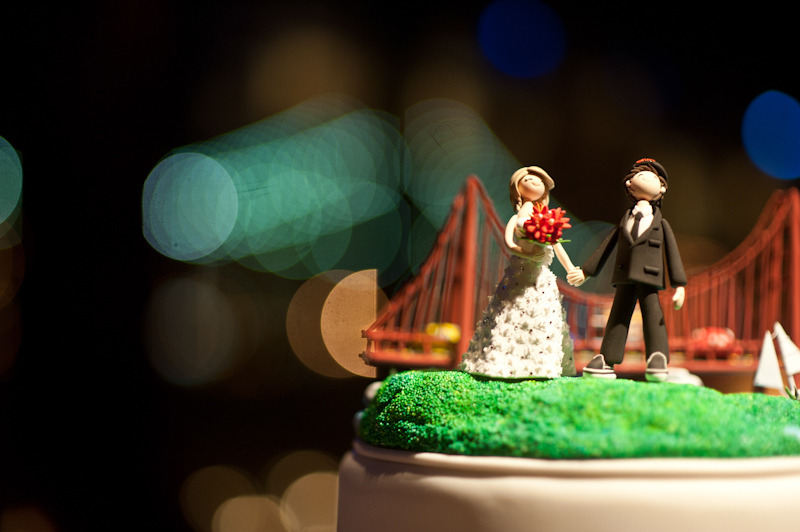 Cute-wedding-cake-toppers-bride-groom-san-fran-bridge.full