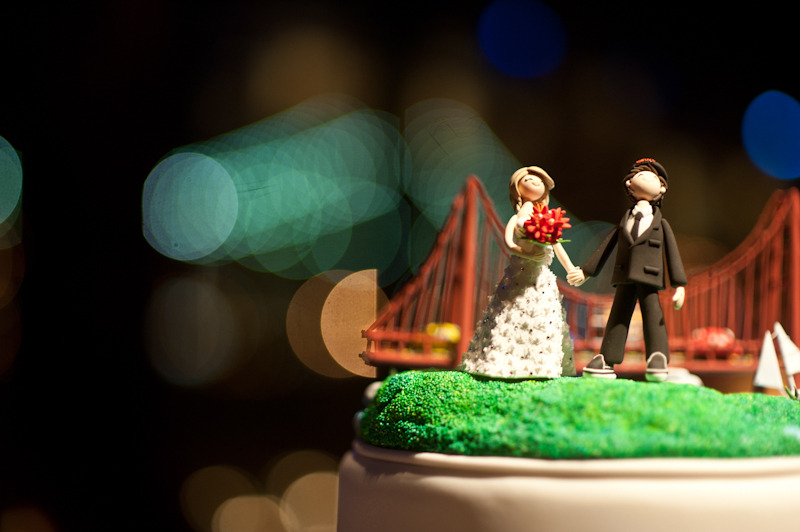 Cute-wedding-cake-toppers-bride-groom-san-fran-bridge.original