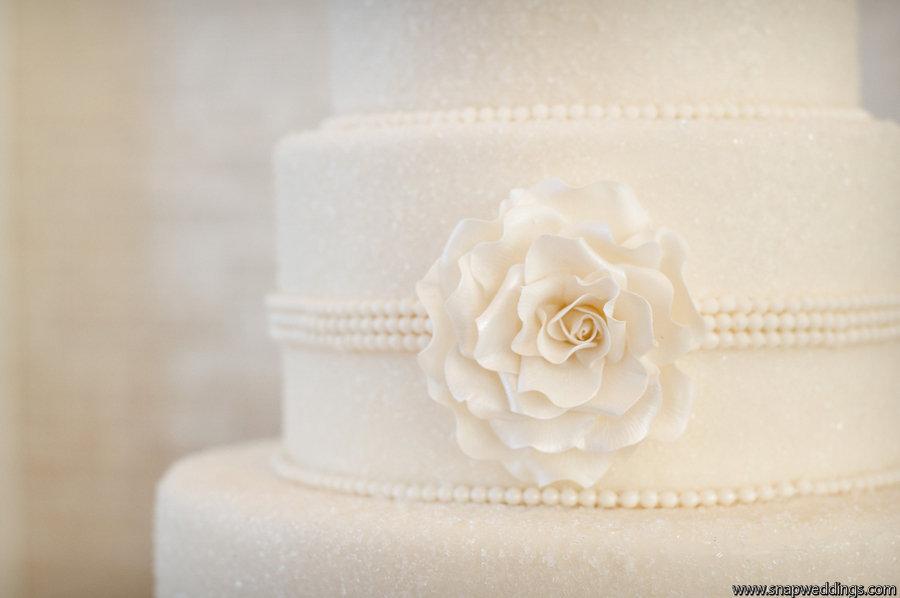 Classic-ivory-wedding-cake-pearl-details.full