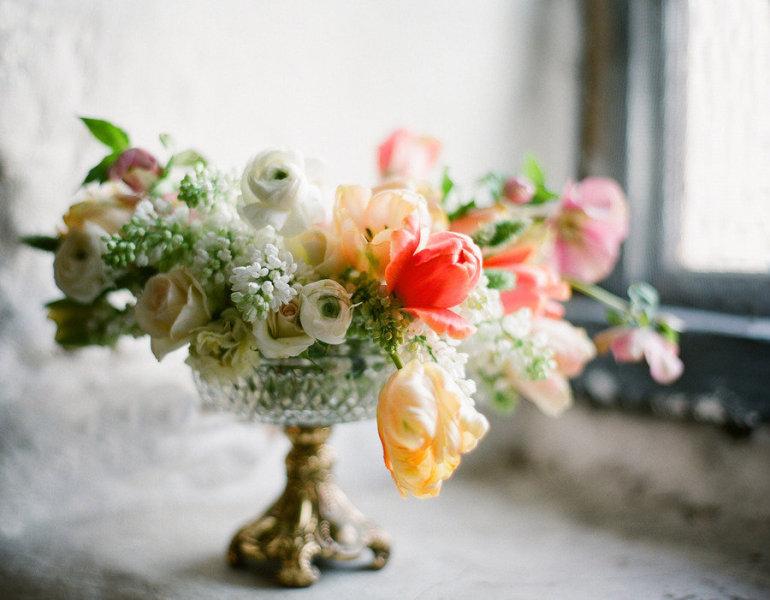 Elegant-spring-wedding-centerpiece-peach-yellow-ivory.full