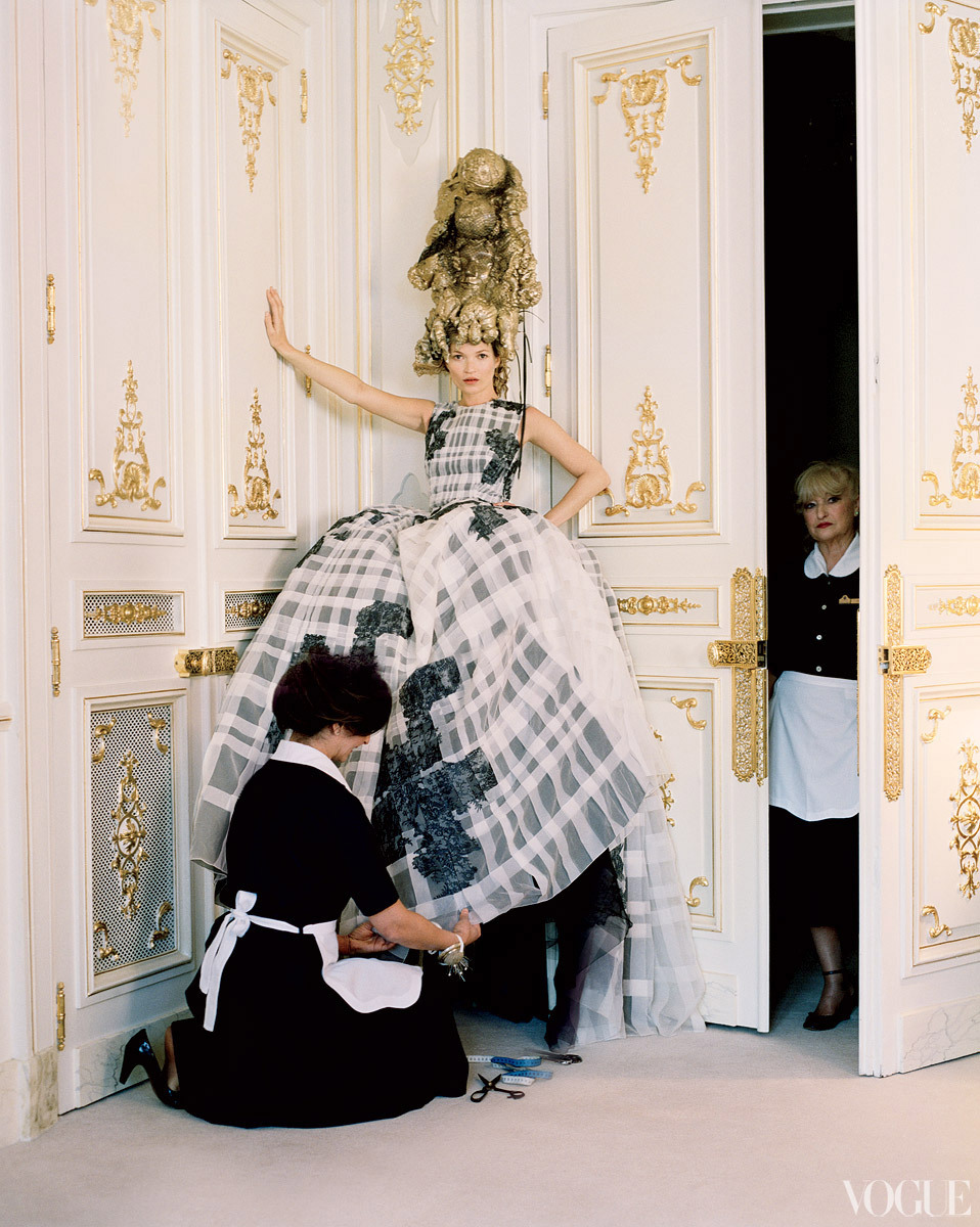 Dramatic-wedding-inspiration-kate-moss-elegant-ballroom-wedding-venue-black-ivory-wedding-dress.full