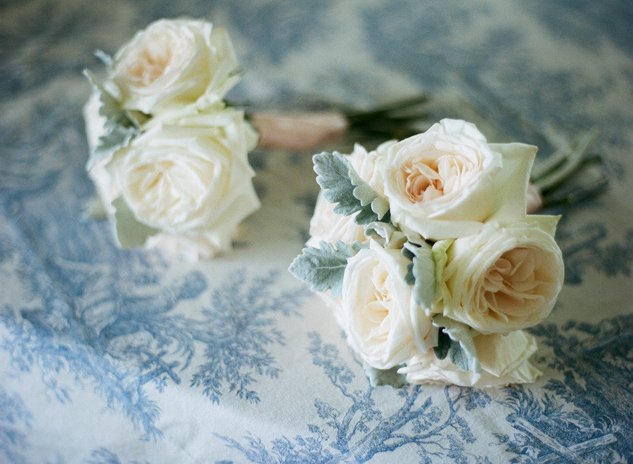Elegant-real-wedding-outdoor-reception-under-tent-ivory-sage-bouquets.full
