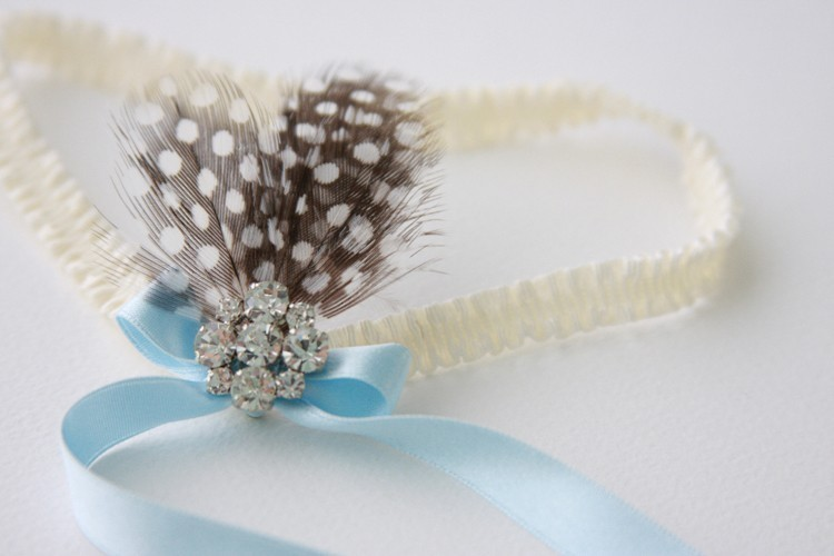 Something-blue-bridal-garter-with-feathers.full