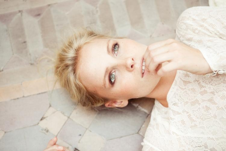 Romantic-wedding-dresses-monique-lhuillier-2012-27.full