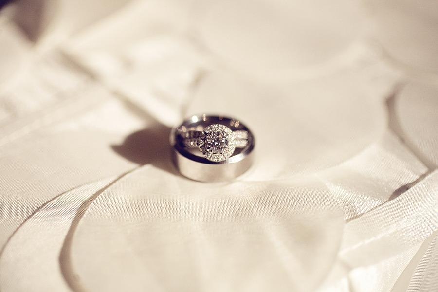 Round-diamond-engagement-ring-halo.full