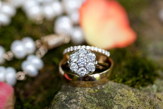 86 percent of women get engaged for the diamond engagement ring artistic wedding photo flower settin