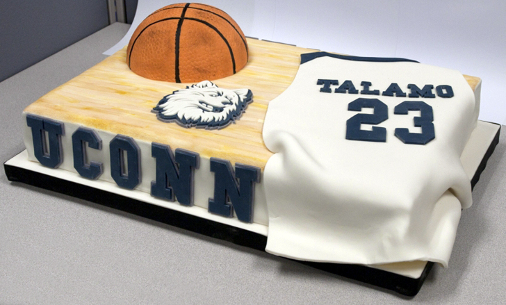March-madness-2012-wedding-ideas-grooms-cake-1.original