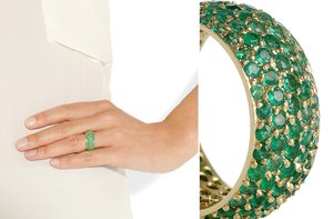 photo of 14 carat gold and emerald ring