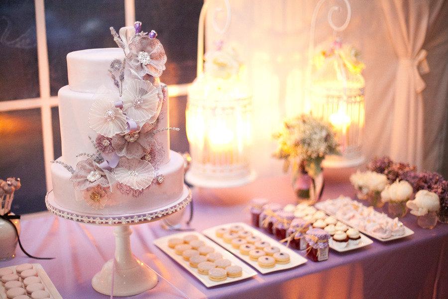 Unique-wedding-cakes-applique-flowers.full