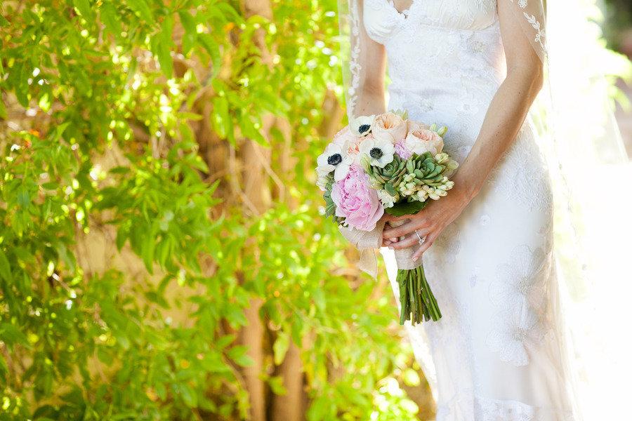 Romantic-anemone-succulent-bridal-bouquet.full