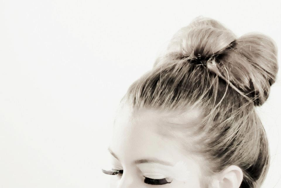 Bow-bun-black-white-wedding-photo.original