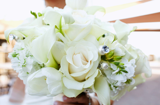simple elegant wedding flowers ivory bridal bouquet reception centerpiece. Black Bedroom Furniture Sets. Home Design Ideas