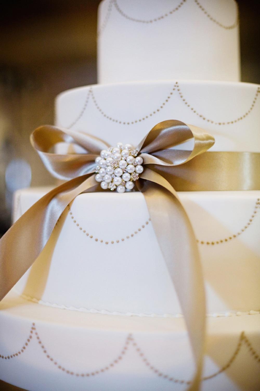 Classic-wedding-cake-elegant-real-wedding-reception.full