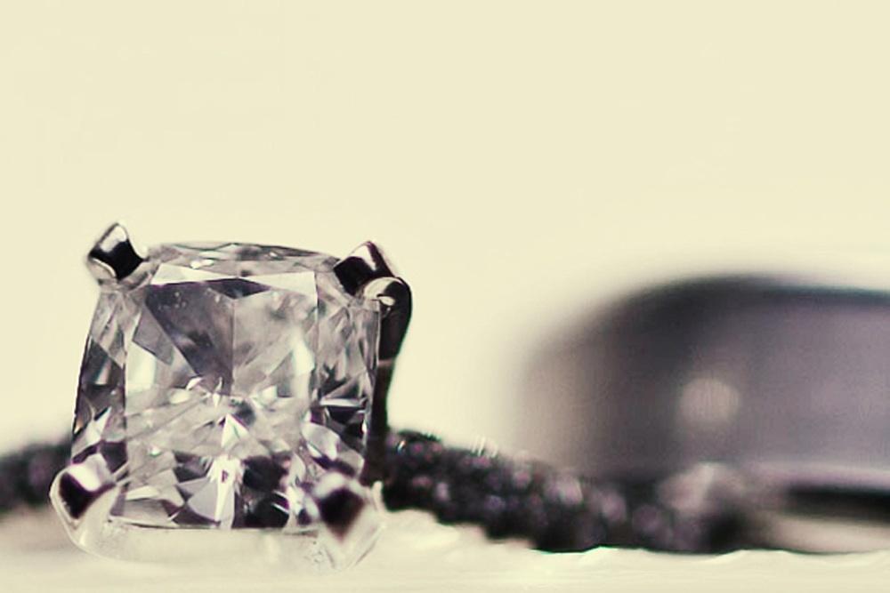 Engagement-ring-wedding-band-photo-artistic-style-photography.full