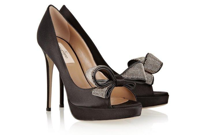 Wedding-shoes-2012-bow-embellished-valentino-pumps.full