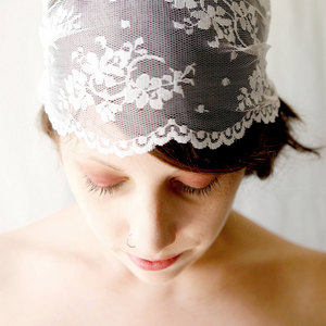 photo of Queen Anne lace bridal headpiece