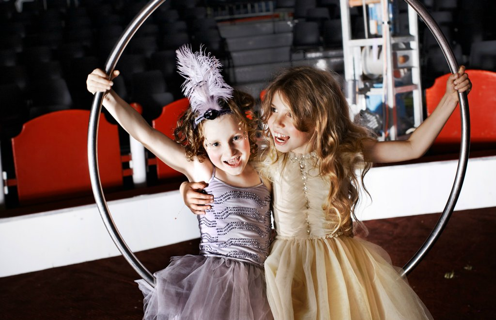 Fashionable-flower-girls-dresses-and-accessories.full