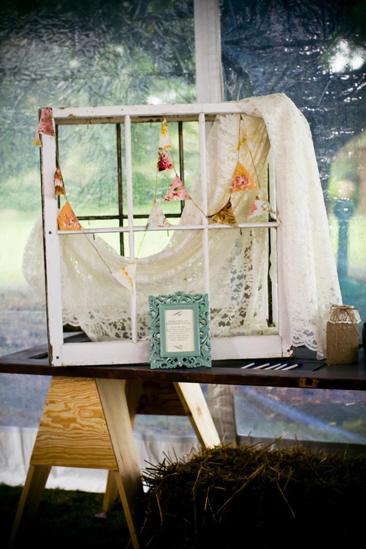 Anthropologie-wedding-reception-decor-outdoor-venue.full