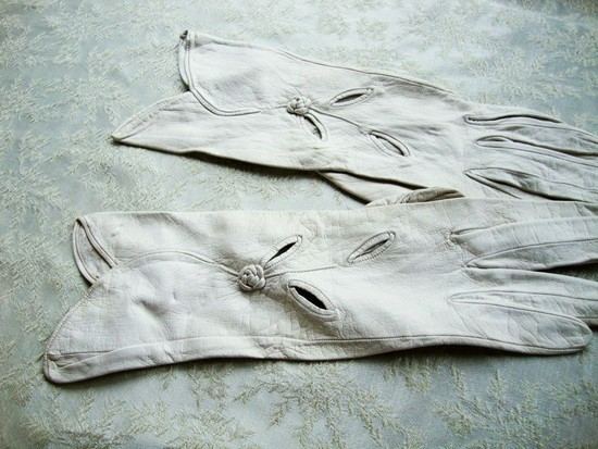 vintage white wedding gloves