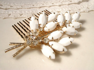 photo of Vintage bridal hair comb