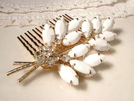 brides something old vintage wedding hair comb