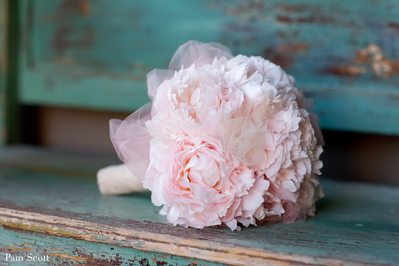Monochromatic-bridal-bouquet-pale-pink-bouquet-with-no-greenery.full