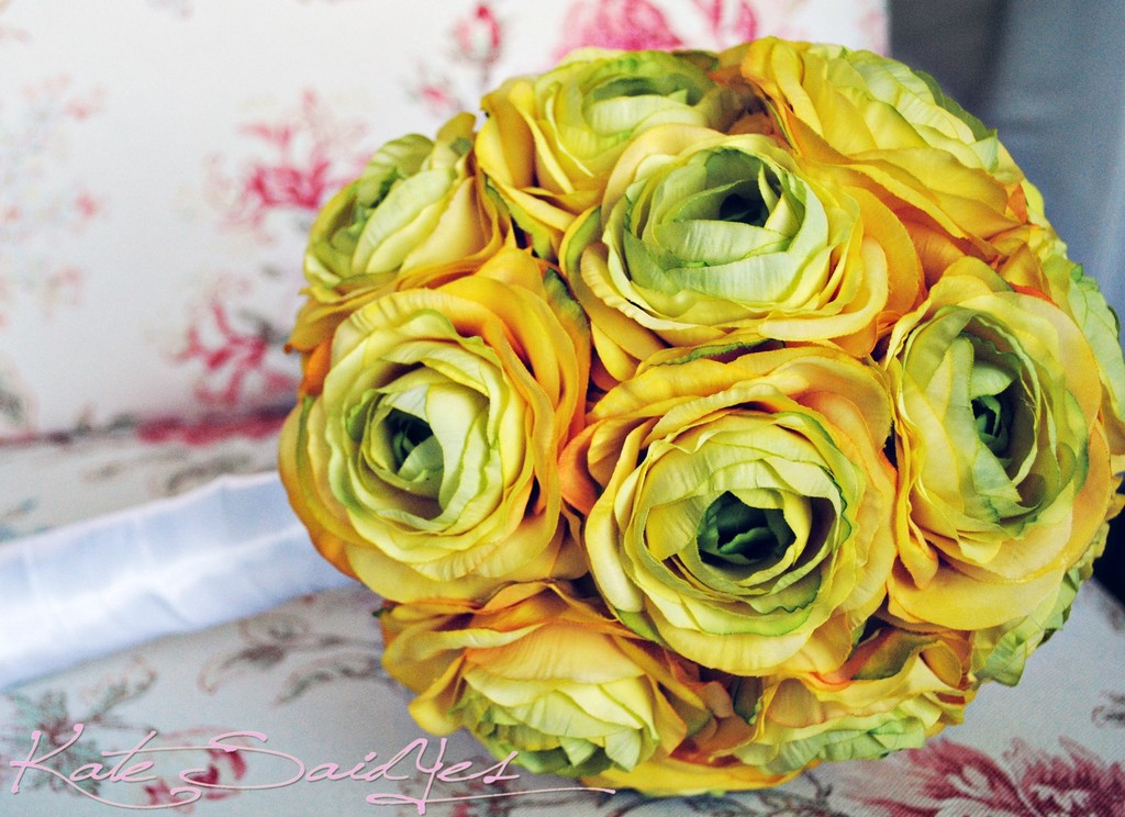 Monochromatic-wedding-flowers-bridal-bouquet-yellow.full