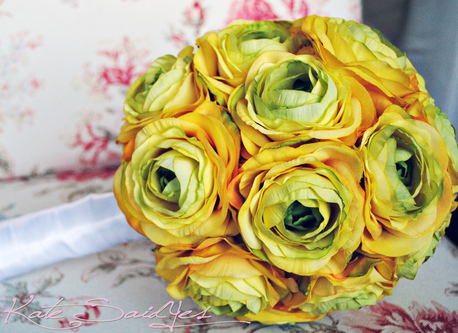 Monochromatic-wedding-flowers-bridal-bouquet-yellow.original