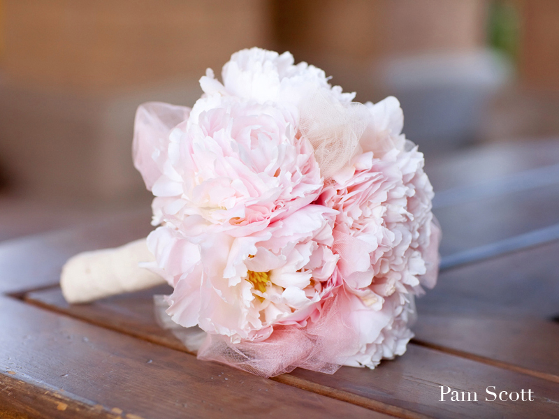 Monochromatic-bridal-bouquets-light-pink-peoney-tuile-bouquet.full