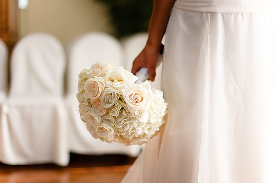 monochromatic bridal bouquets ivory