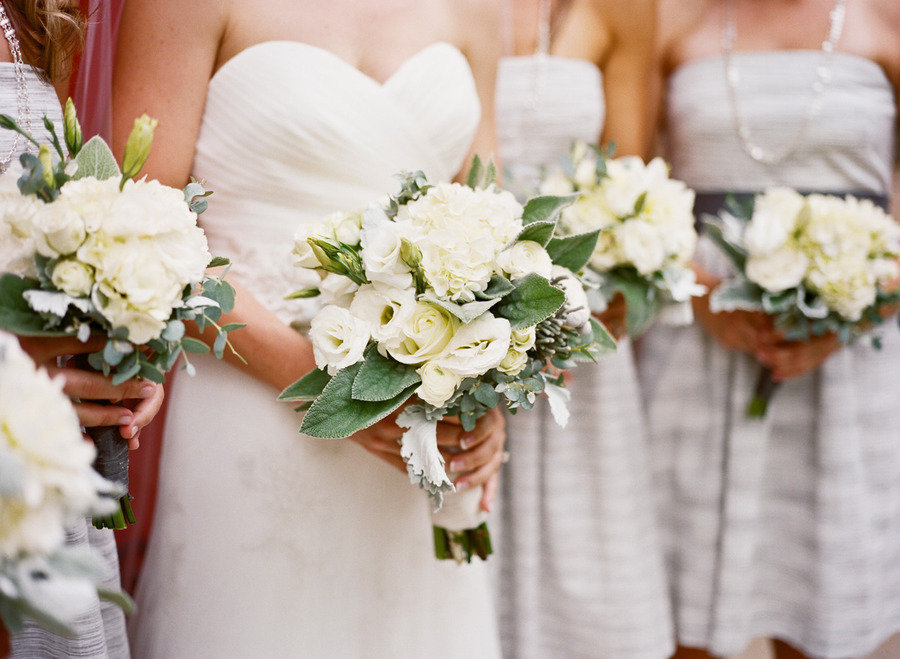 All-white-wedding-flowers-bouquets.full