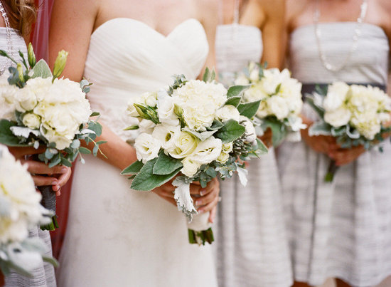 all white wedding flowers bouquets