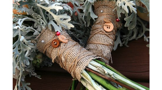rustic chic wedding ideas burlap decor details burlap wrapped bouquet