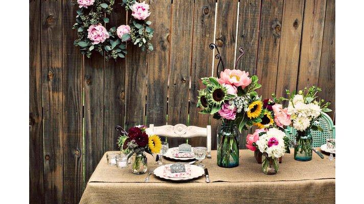 Rustic-chic-wedding-ideas-burlap-decor-details-reception-table.full