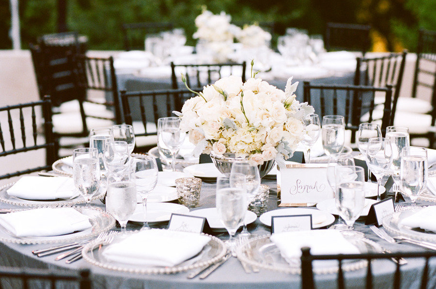 stunning wedding reception tablescapes outdoor white flowers