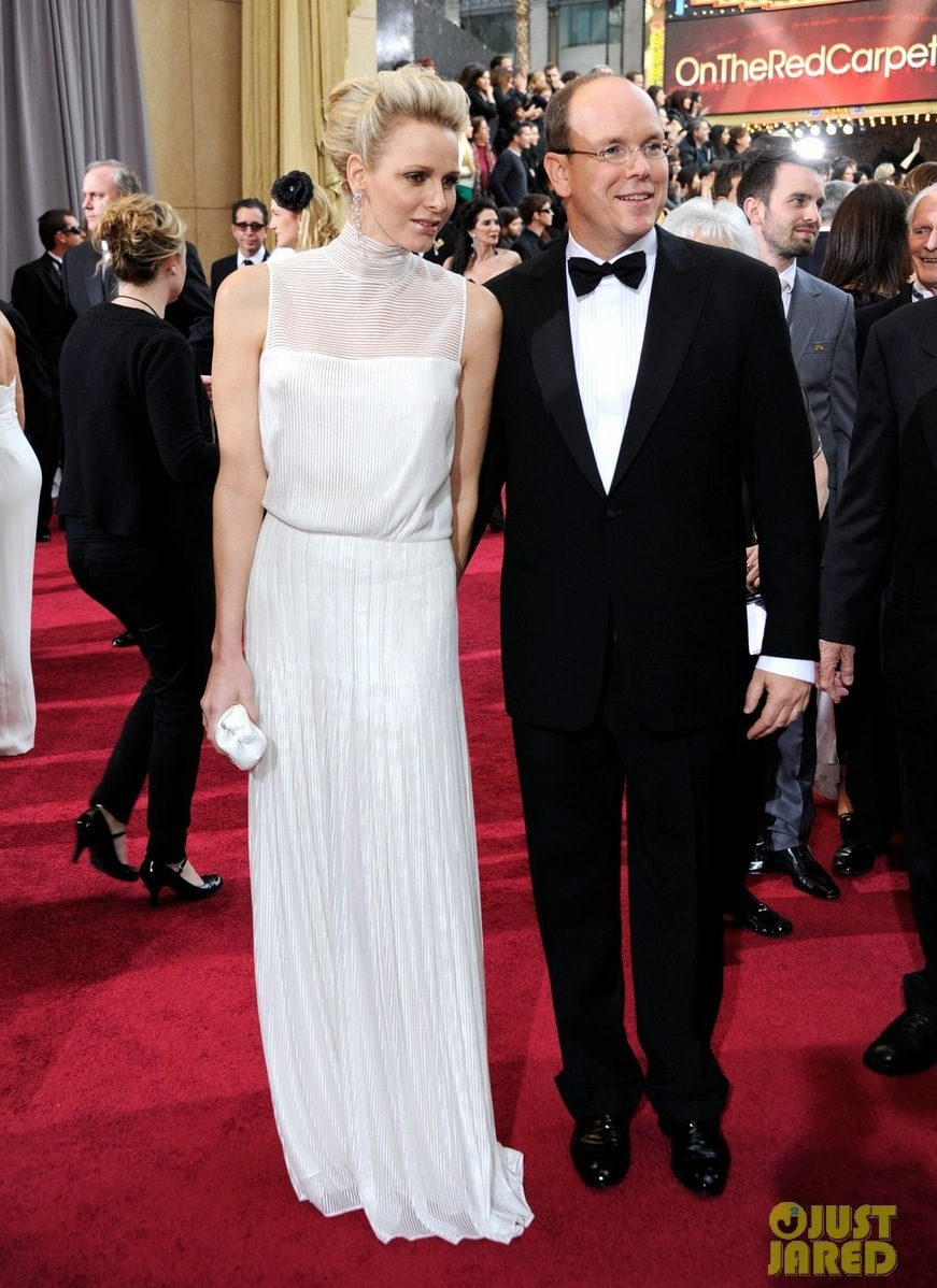 Princess-charlene-prince-albert-oscars-2012-red-carpet-08.full
