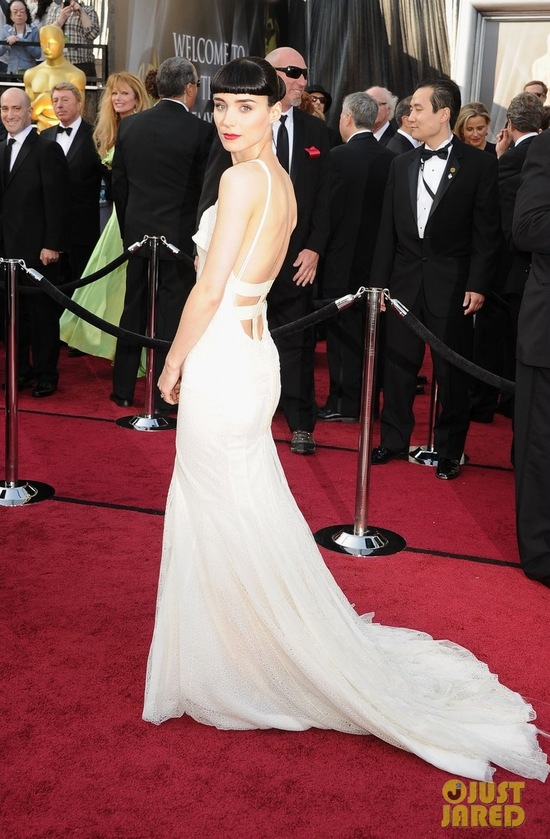 rooney mara 2012 oscars red carpet 02